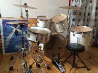 Pearl EXR Drumkit in Strata White with Zildjian ZBT Cymbal Kit