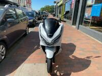 HONDA PCX 125cc WHITE ABS 2020 LIKE NEW HPI CLEAR!!