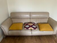 3+2 Leather sofa set in excellent condition