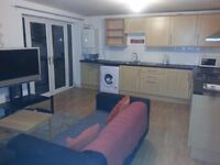 LOVELY DOUBLE ROOM TO RENT IN CELYN AVENUE £350 ALL BILLS !