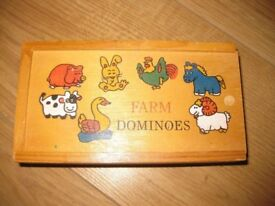 WOODEN BOX OF ANIMAL DOMINOES - LOVELY CONDITION & BRIGHTLY COLOURED - ONLY £1