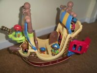 Great condition ELC Happyland Pirate Ship and 7 pirates