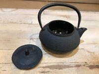 4 Japanese style cast TEAPOT (3 black + 1 grey)