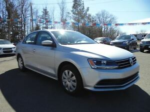 2016 Volkswagen Jetta *5 Speed*Heated Seats*