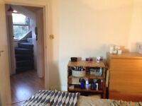 DBL Bedroom in Hard Wood Floor and 2 story flat above Patisserie in Brockley 3 minute to station!