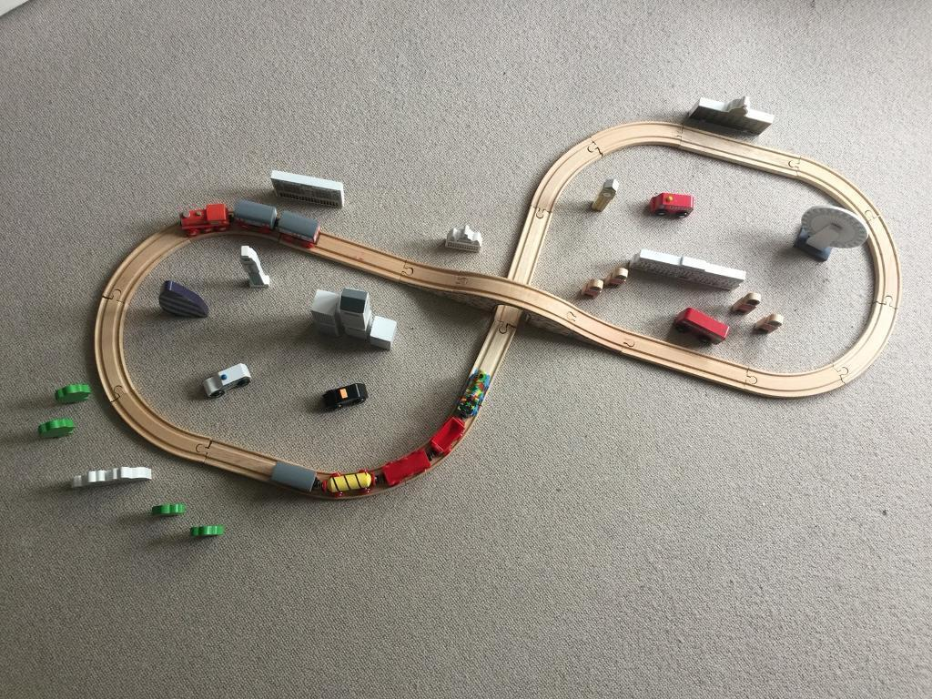 Tidlo wooden train track City of London set with accessories and extra cargo train