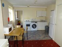 3 bed flat to rent ideal for professionals or students in Rusholme