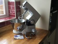 KENWOOD CHEF CLASSIC STAND MIXER PLUS LOTS OF ATTACHMENTS