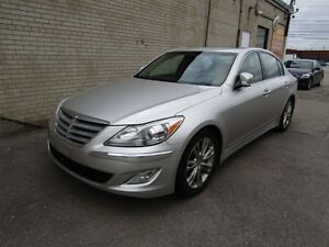 2013 Hyundai Genesis Navigation | Low Kilometers | Parking Assis