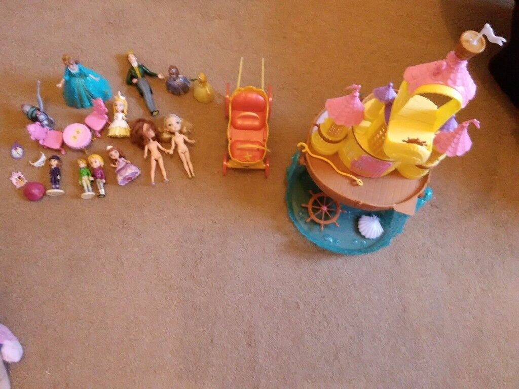 Sofia first castle & horse carriage & figures play set ml5