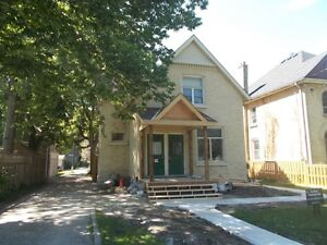 Renovated, 2-storey 3 bedroom apartment in Old North