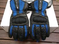 Buffalo gloves Size L (would fit M) Summer weight, very good condition.