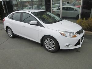 2012 Ford Focus SE 5-SPEED WITH LOW KMS