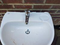 white sink 570mm