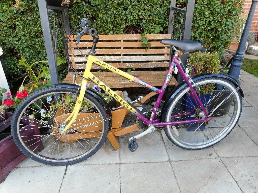 ladies yellow and purple 21 inch frame raleigh azure bike with lock