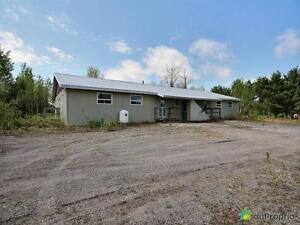 150 000$ - Chalet à vendre à St-David-de-Falardeau Saguenay Saguenay-Lac-Saint-Jean image 1