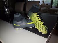 Boys Football Boots Size 5 Nike Mercurial Victory CR7 (Sock Boots)