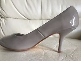 Taupe patent court shoes size 4