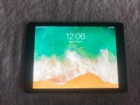 iPad 5th Gen 32GB WIFI & 4G LIKE NEW