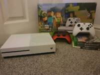 Xbox one s 12 games box 2 pads all cables
