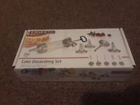 Ernesto Cake Piping Decorating Set With 5 Different Decorating Nozzels. Brand New.