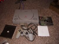 PLAYSTATION 1 WITH GAME AND ALL LEADS