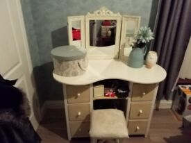 distressed look dressing table and mirror