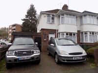 3 Bedroom Semi Detached House with Parking and Garage, close to Town Centre, Train Station, Motorway