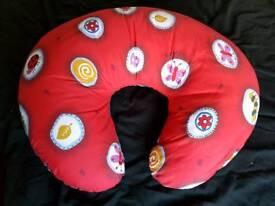 Baby seat / nursing cushion