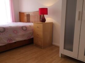 All the bills included, nice double room to share near Sutton Train Station