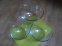 Set of 3 Pyrex bowls, very good condition. 0.5, 1.0, 2.0 litres