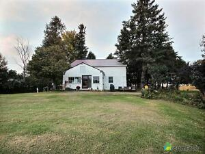 $375,400 - Acreage / Hobby Farm / Ranch for sale in Summerstown