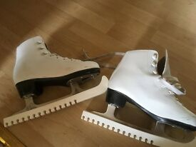 "Ice skates ""No Fear"" size 3"
