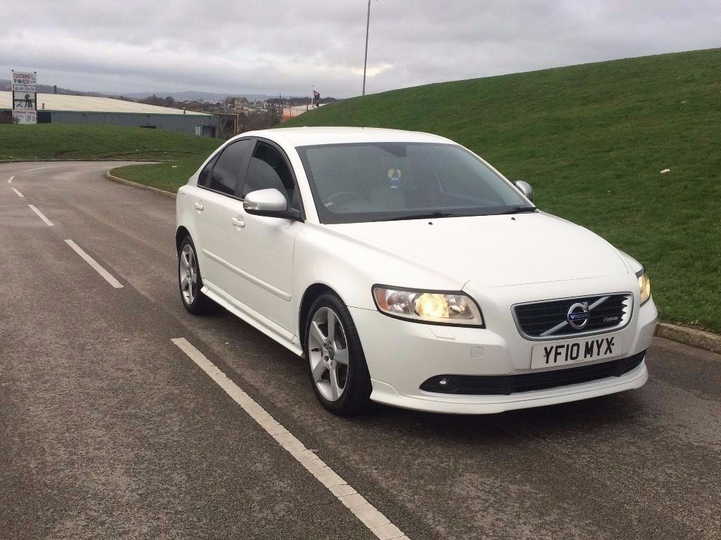 2010 volvo s40 1 6d drive r design d2 4dr white two owner high motorway miles fsh white r. Black Bedroom Furniture Sets. Home Design Ideas