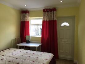 Newly Refurbished 1 Double Bedroom with En-suite in Birmingham, Northfield, B31