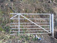 Metal 7 bar gate 235 x 115 cm with hanging post