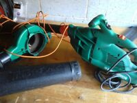 Leaf blower and vacuum comes with collection bag and long lead vgc gwo