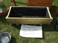 WOODEN LINED PLANTER