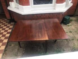 Wooden foldable/extendable dining table