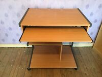 QUALITY OFFICE DESK WITH WHEELS AND RETRACTABLE KEYBOARD SHELF