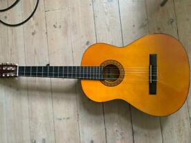 Lovely classical guitar in good condition
