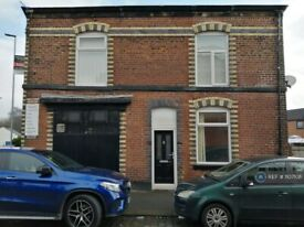 2 bedroom house in Bell Lane, Bury, BL9 (2 bed) (#1107108)