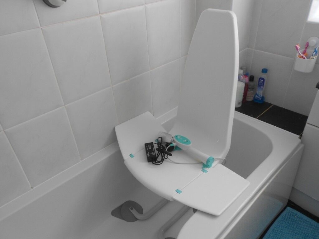 Neptune bath lift with battery and charger   in Loftus, North ...