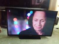 HITACHI 32 LED TV (32HEV200U) SMART/WIFI/DVD BUILT IN/FREEVIEW/MEDIA PLAYER