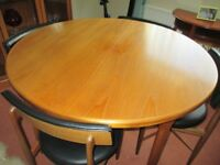 1960's style round table with 4 chairs