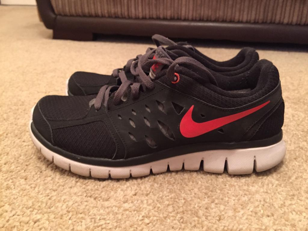 Nike size 5 running shoesin Low Moor, West YorkshireGumtree - Black with red Nike tick size 5 running shoes. In good condition