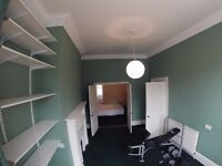 Three rooms for the price of one! Double bedroom, large lounge/office and en suite. Bills included.