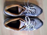 Two running shoes size 8,good conditions