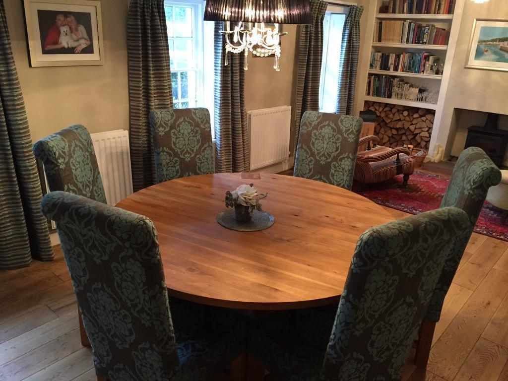 Large Round Solid Oak Dining Table And 6 Chairs