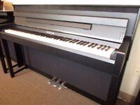 Yamaha clavinova CLP-585 Digital Piano w/ Yamaha stool